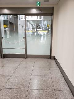 東海道新幹線の待合室