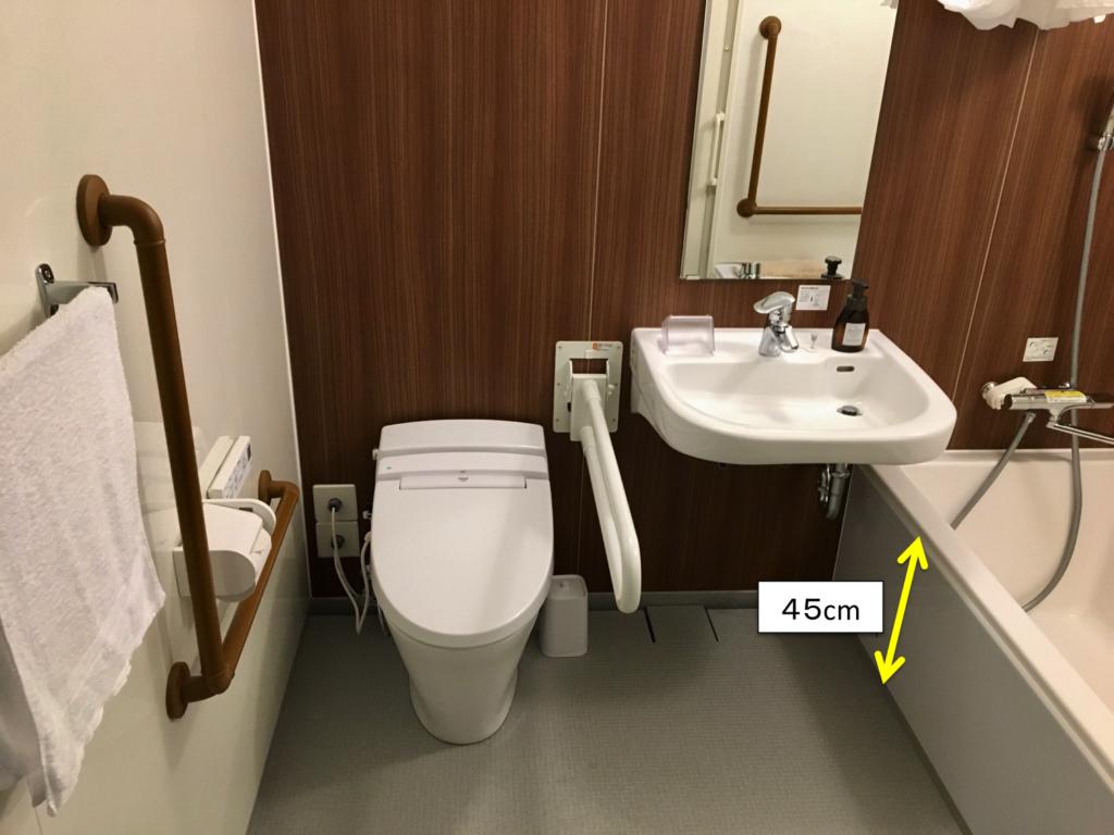 ユニットバス内部(浴槽の深さは45cm)